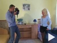 Juditka néni rástartol a fotósra