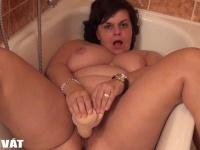 Gina anyus elöblíti a műfaszt és...