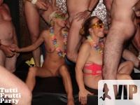 Teljes szexőrület a Privát Gang-Bang Partyn